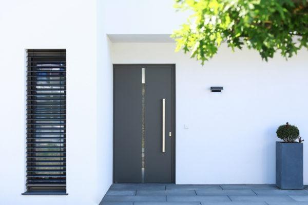 02_Einfamilienhaus - Überdachter Eingangsbereich
