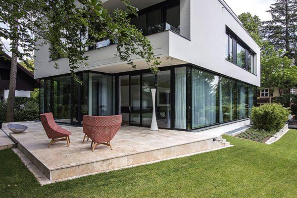 15_Moderne Villa mit Terrasse aus Naturstein