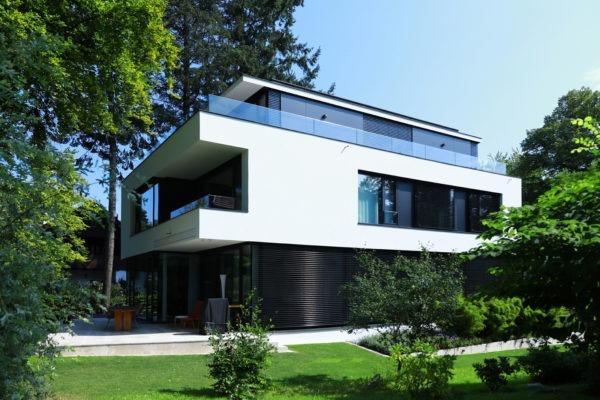 16_Moderne Villa - Obergeschoss auf Stützen - Flugdach