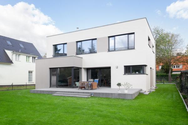 20_Modernes Haus mit Flachdach - Terrasse