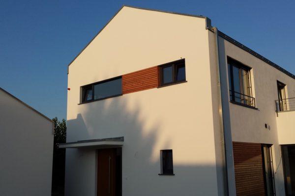 26_Modernes Haus mit Satteldach - Holzverkleidung