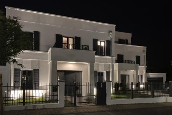 Doppelhaus Klappläden symmetrische Fassadengestaltung